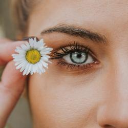 Face with daisy